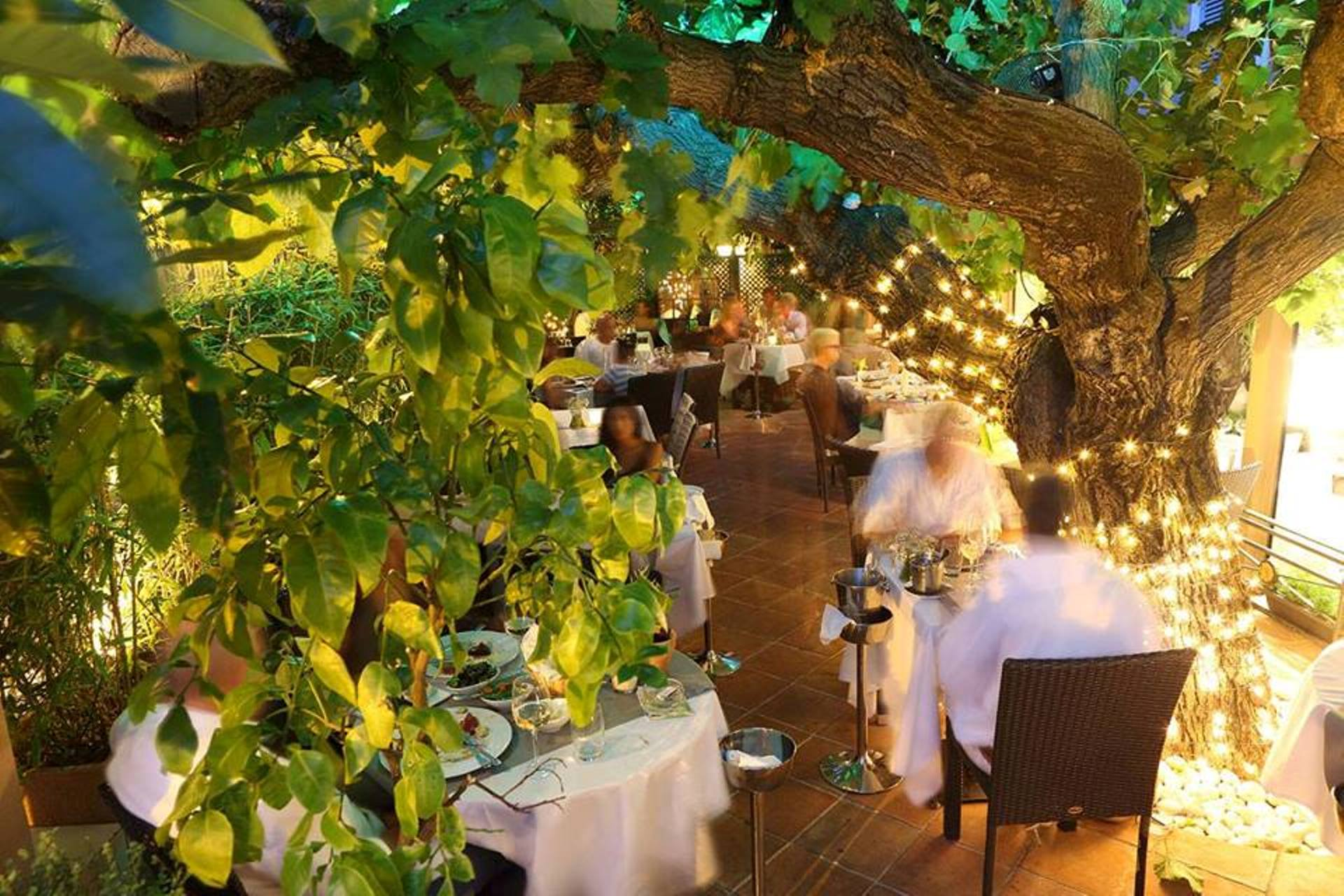 Hostnpop The Strand St Tropez The Perfect Place For Your Events